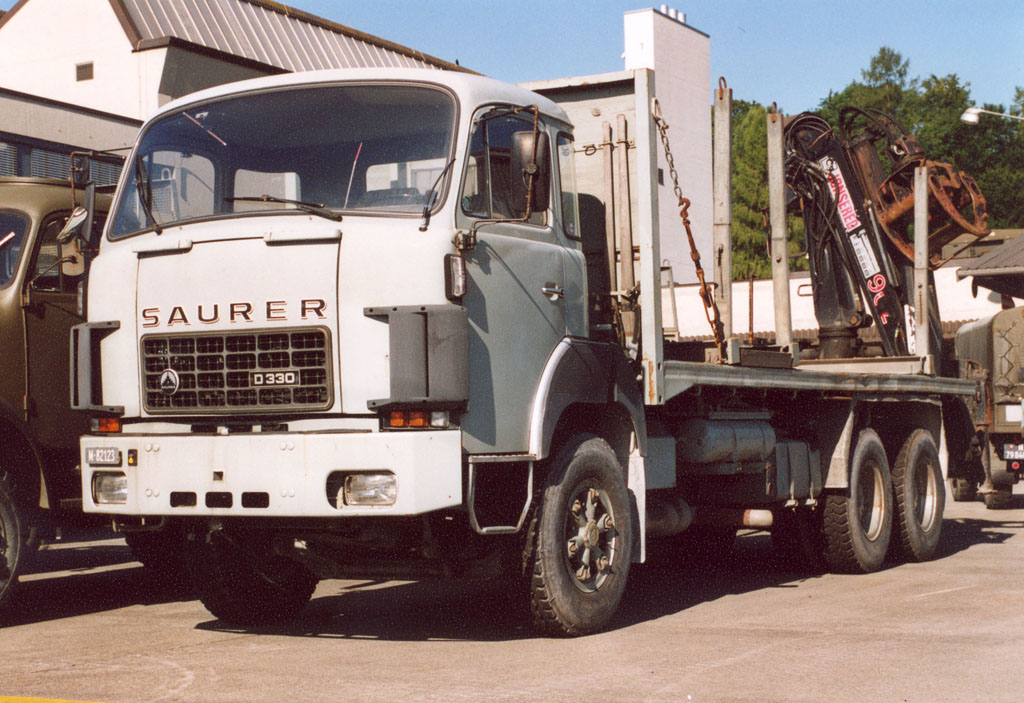 Holztransporter D330 F6x4 M+82123 August 2005